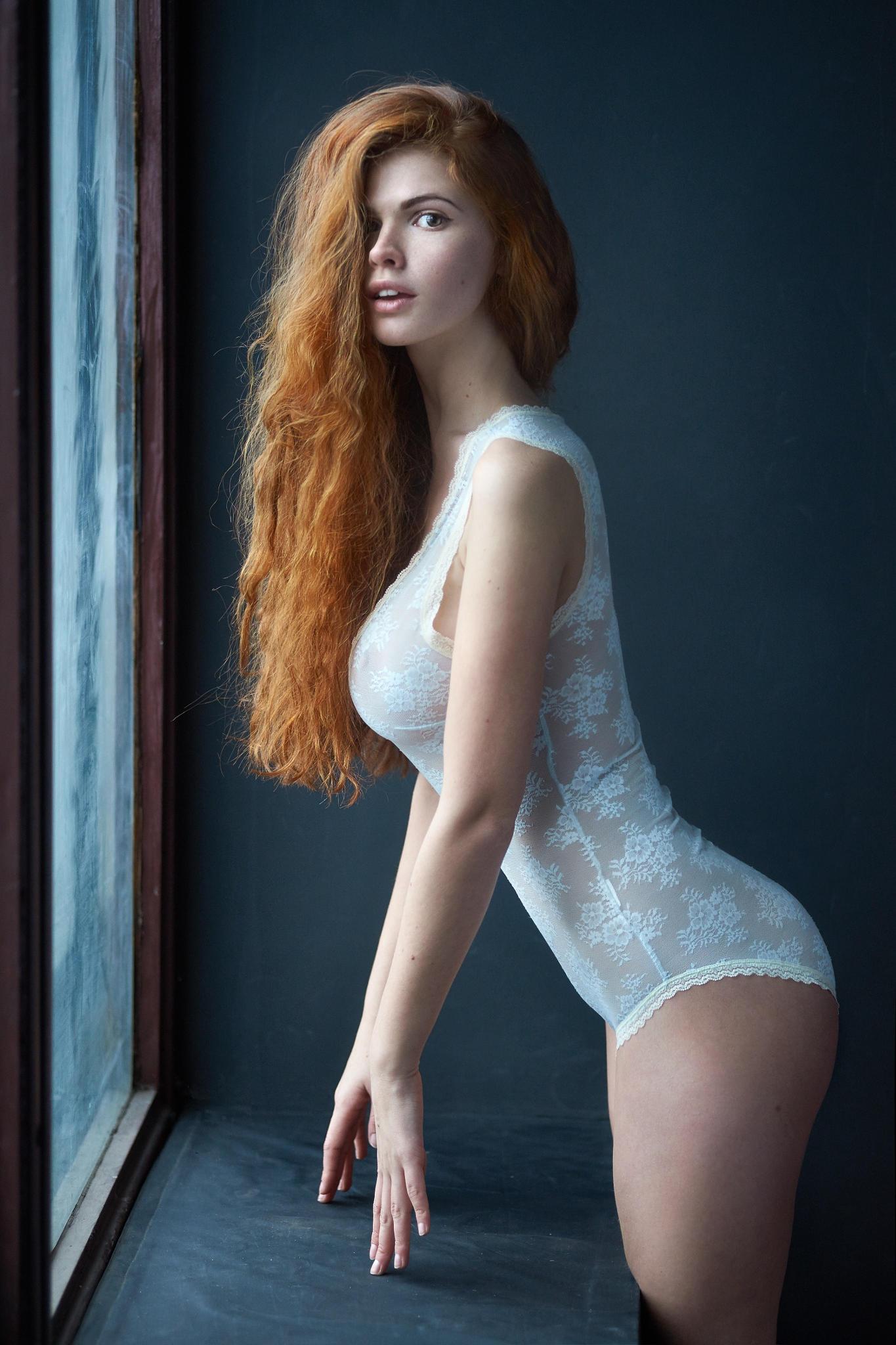 Рыжая девушка с красивым телом 25 фотография