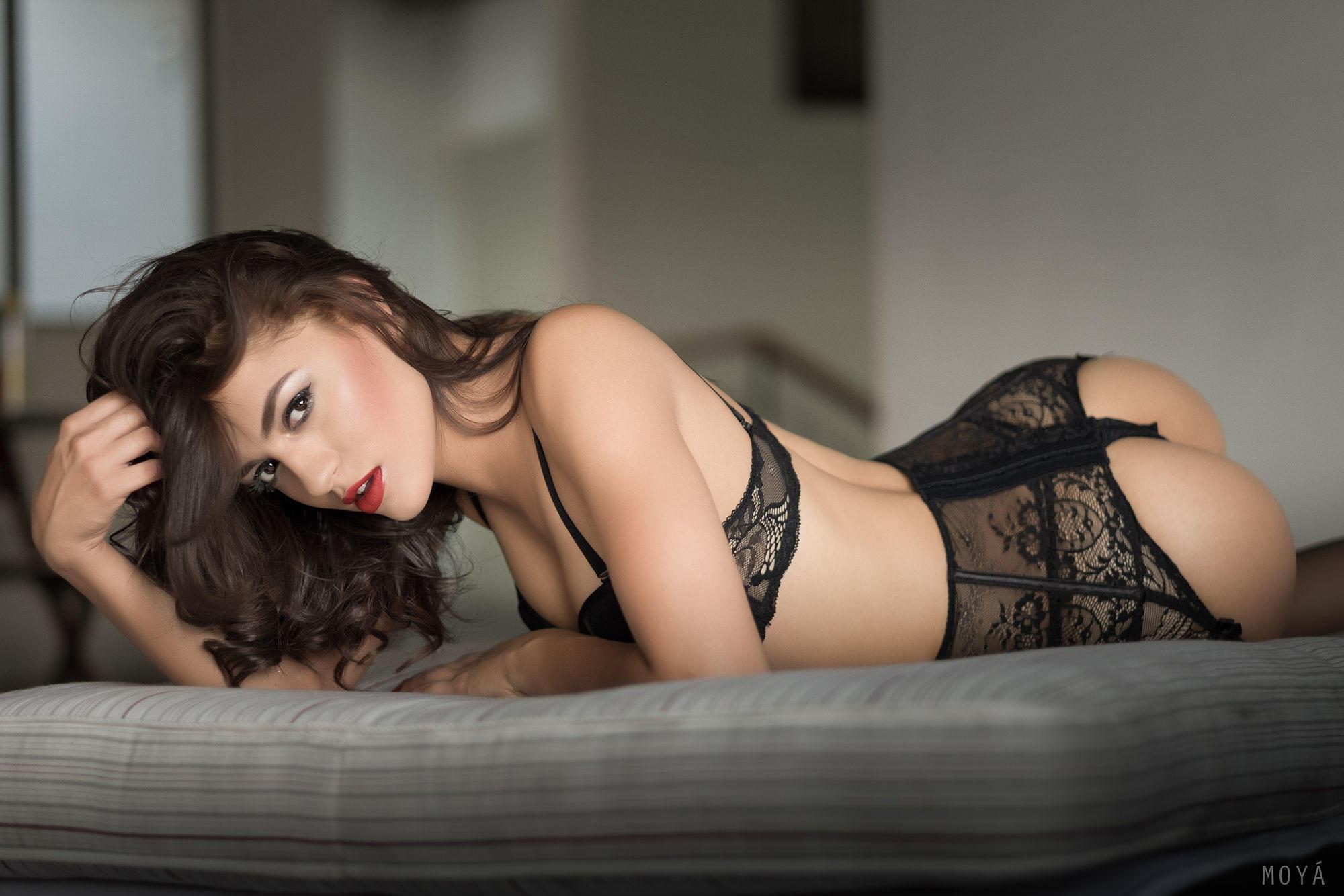 otkrovennoe-foto-eroticheskih-bryunetok