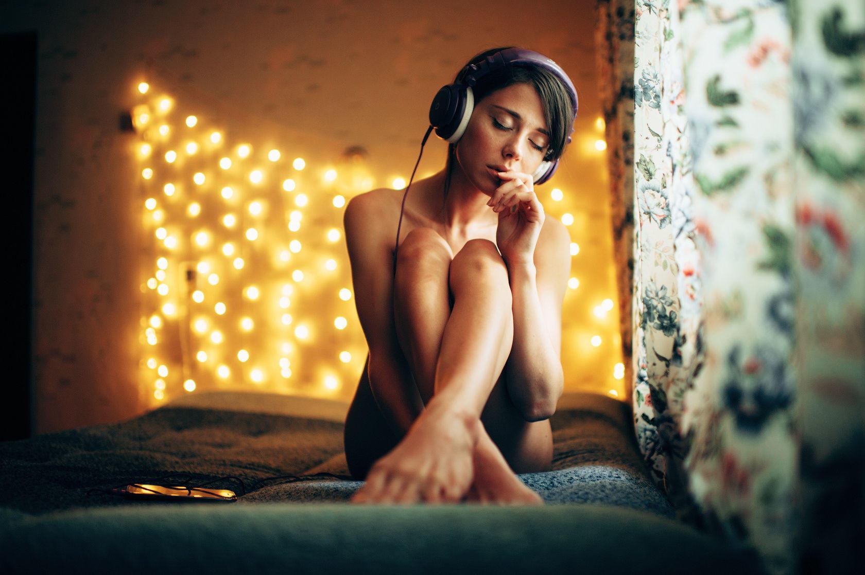 Обнаженная Слушать