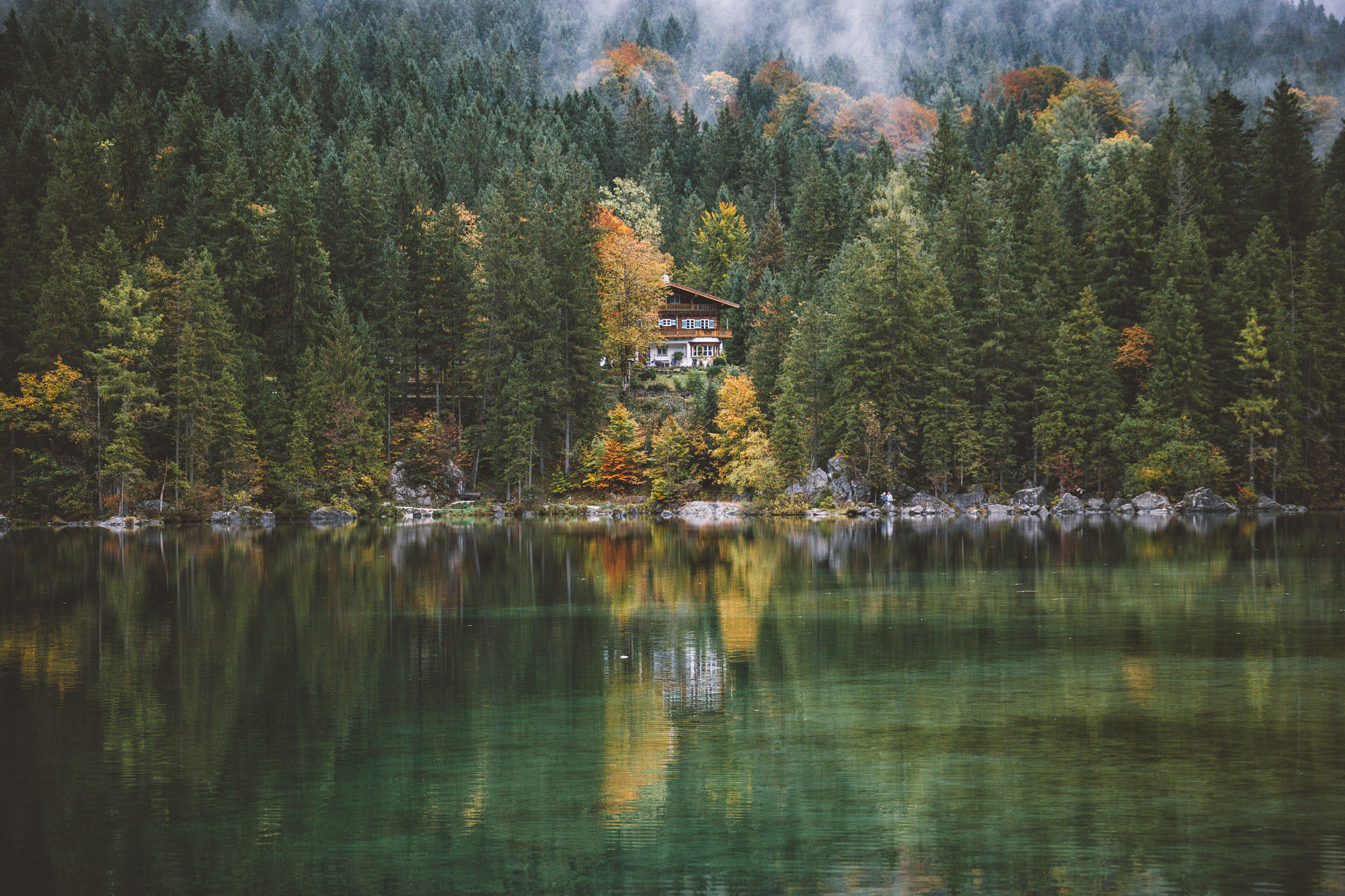 Autumn arrived at lake Hintersee.